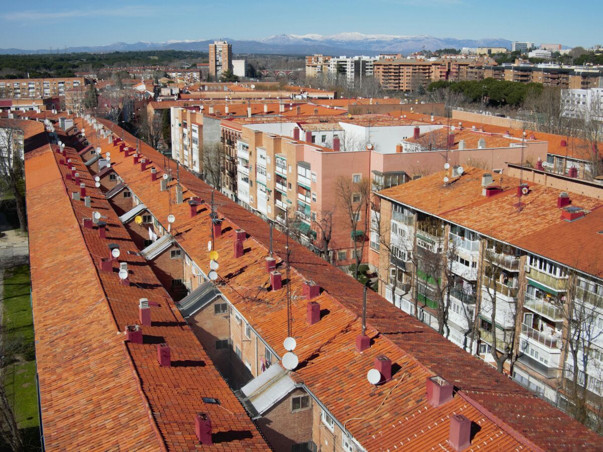 iSocket flew over rooftops Madrid